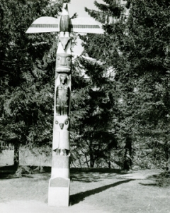 Lenggenhager photograph of Woodland Park totem pole